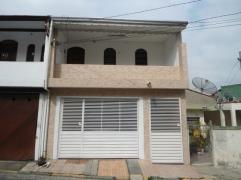 Sobrado / Casa para Alugar, Jardim Zaira